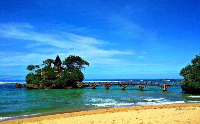 Wisata Pantai di Malang Raya